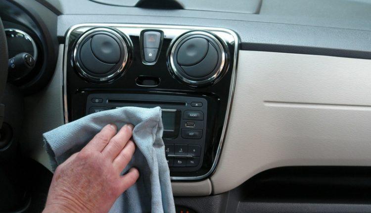 les 15 meilleures astuces pour nettoyer sa voiture chasseurs d 39 astuces. Black Bedroom Furniture Sets. Home Design Ideas