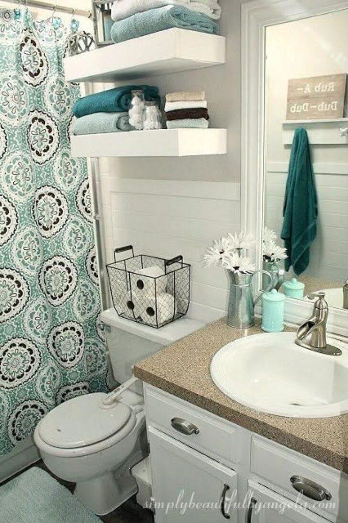 31 brillantes id es de rangement au dessus des wc chasseurs d 39 astuces. Black Bedroom Furniture Sets. Home Design Ideas