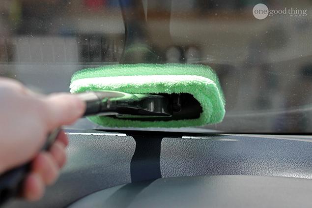 26 astuces pratiques pour ranger et nettoyer votre voiture for Nettoyer pare brise exterieur